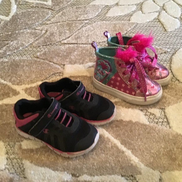 Champion/Trolls Shoes   Set Of 2 Girls